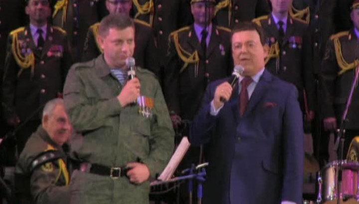 Кобзон исполнил гимн Новороссии в Донецке при полном зале