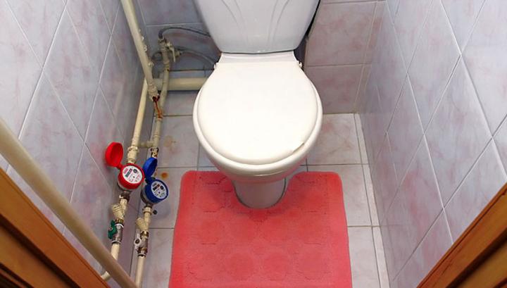 Скрытая камера в туалете у девочек в унитазе
