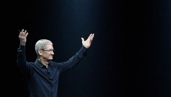 Глава Apple Тим Кук признался, что он гей, и назвал это божьим даром