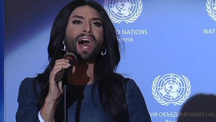 Трансвестит на фото дали, порно актриса делает минет двум мужикам в туалете