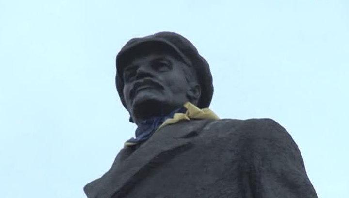 Умар Джабраилов хочет спасти Ленина от Украины