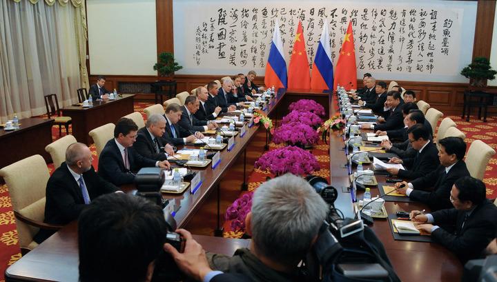 Первое рабочее заседание саммита АТЭС началось в Пекине