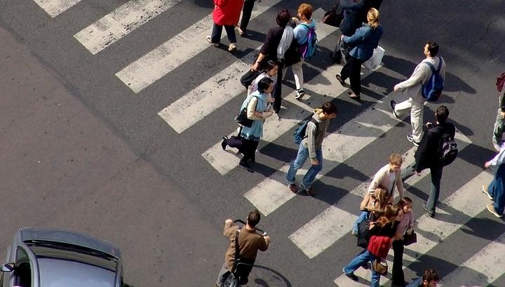 Изменения ПДД: пешеходов заставят светиться, а лишенцев - пересдавать теорию