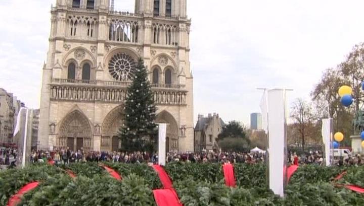 Главную рождественскую елку Франции парижанам подарила Москва
