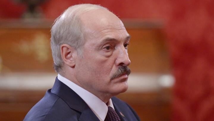 Лукашенко обязал тунеядцев платить по 245 долларов в год