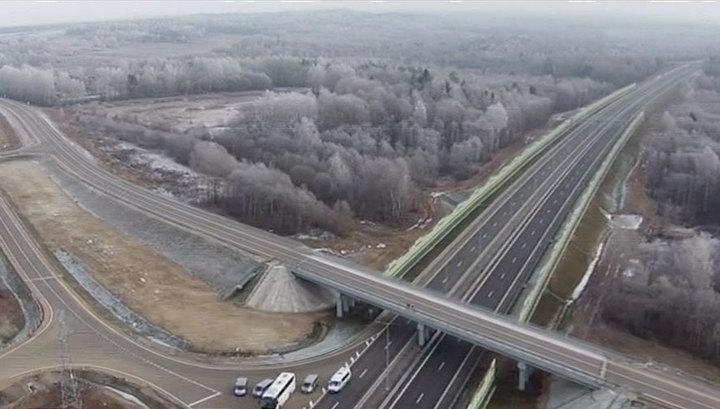 Первый участок новой трассы: из Москвы в Петербург машины поедут быстрее