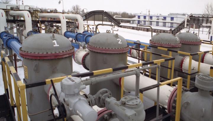 В Саратовской области горит нефтепровод. Огонь перекинулся на дома