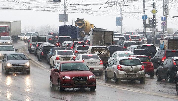 То снег, то дождь: московская погода спровоцировала десятки ДТП