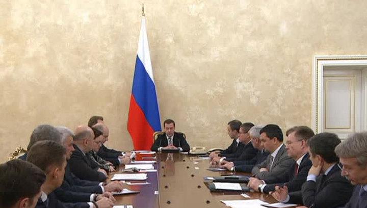 Медведев: рубль недооценен, жесткое регулирование рынка бесполезно