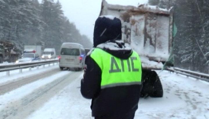 ДТП под Владимиром: 22-летний водитель легковушки врезался в автобус и погиб