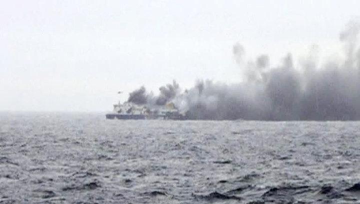 На борту пылающего итальянского парома царит хаос