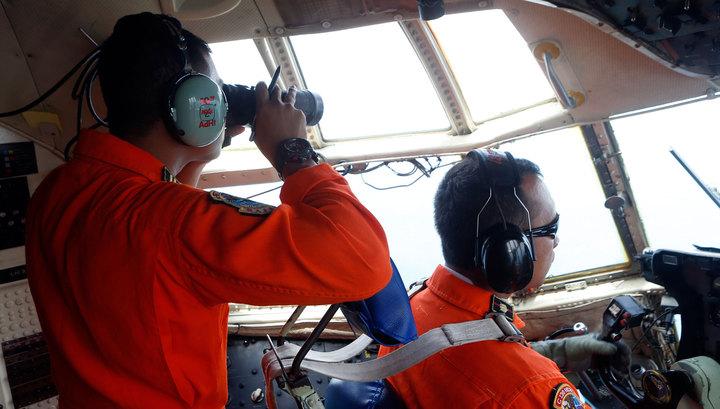Летчики увидели силуэт самолета на дне Яванского моря