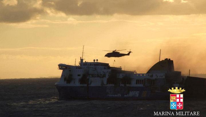 Паром Norman Atlantic отбуксируют в итальянский порт Бриндизи