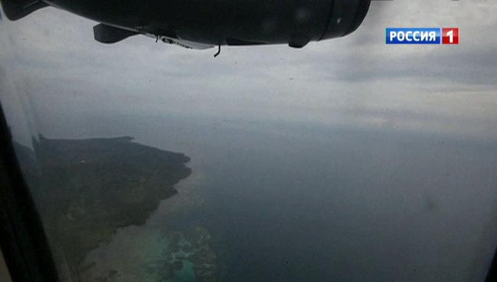 Трехметровые волны остановили операцию по поиску тел пассажиров AirAsia