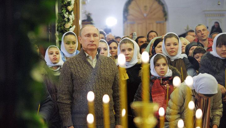 Владимир Путин встречает Рождество в сельском храме
