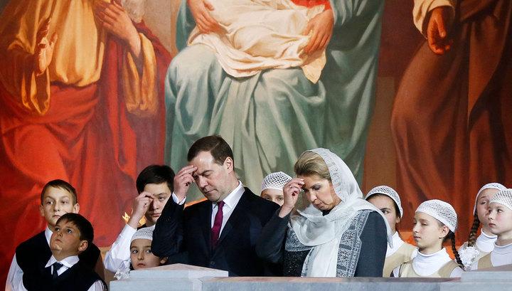 Премьер Медведев принял участие в рождественском богослужении