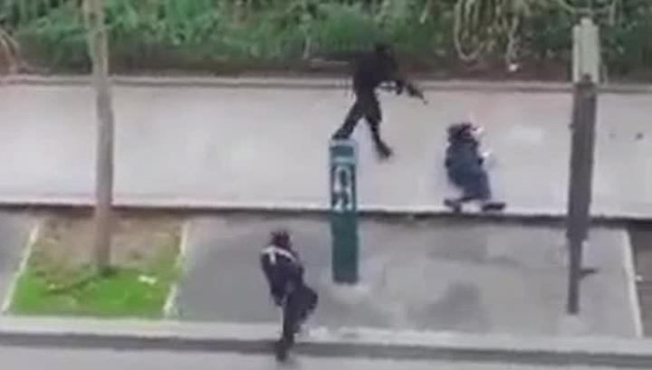 Вооруженные террористы катаются по Франции на белом Renault
