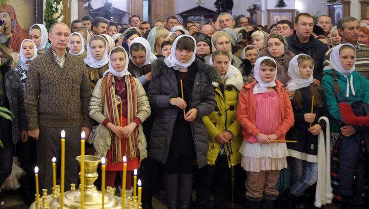 Путин встретил Рождество в сельском храме