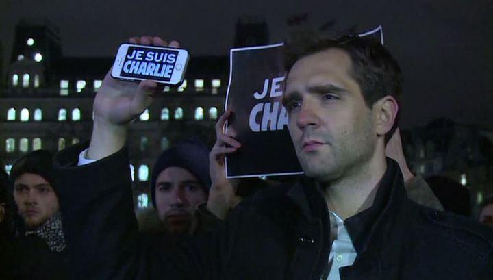 """""""Я - Шарли"""": мир скорбит по убитым в Париже"""