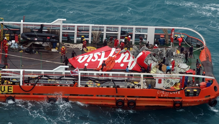 Поднять самолет AirAsia со дна океана не удалось. Операция завершена