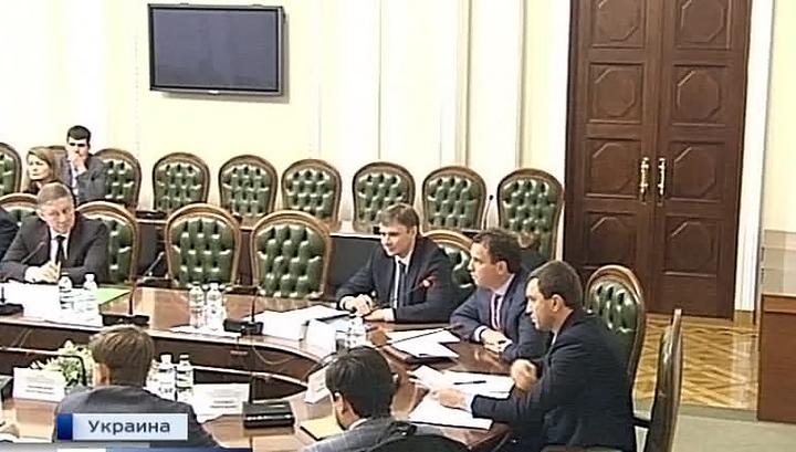 Трудно содержать семьи: украинские министры жалуются на низкие зарплаты