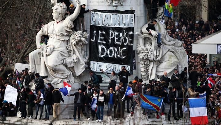 Франция объединилась: СМИ обсуждают акцию памяти убитых журналистов