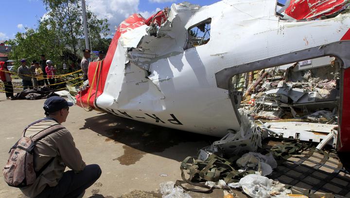 Перед падением самолет компании AirAsia резко набирал высоту