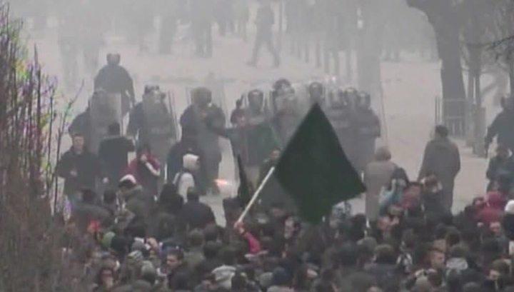 В столице Косова манифестантов разгоняли газом и водометами