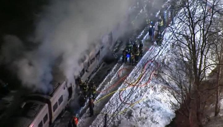 Столкновение поезда с автомобилем под Нью-Йорком: 6 человек погибли, 12 пострадали