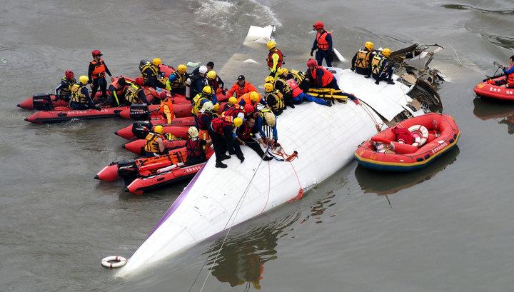 Найдены черные ящики разбившегося на Тайване самолета