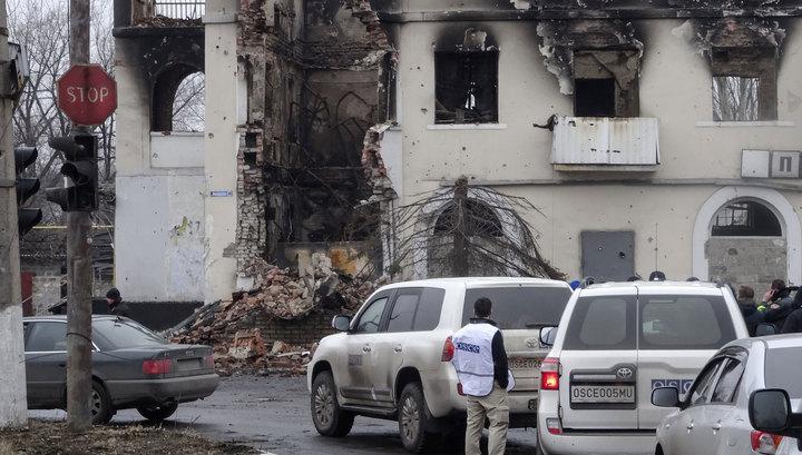 Власти ЛНР пытаются уговорить силовиков прекратить обстрелы на время эвакуации