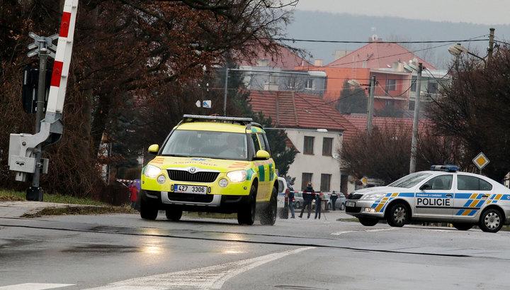 Грабитель-неудачник захватил заложников в Чехии