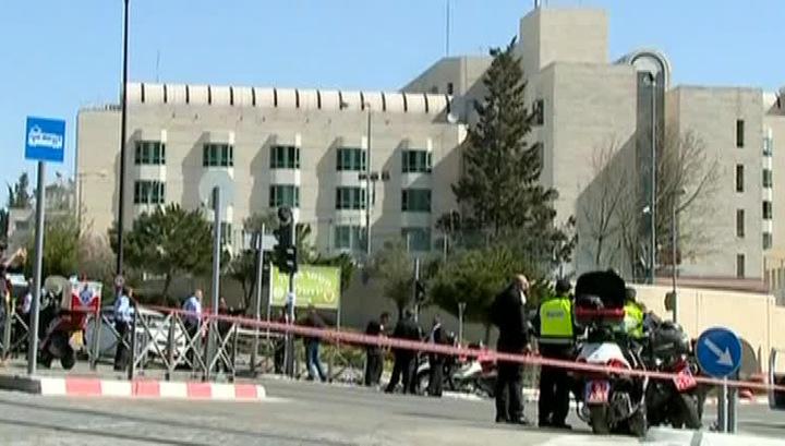 Автомобиль террориста въехал в толпу на остановке в Иерусалиме