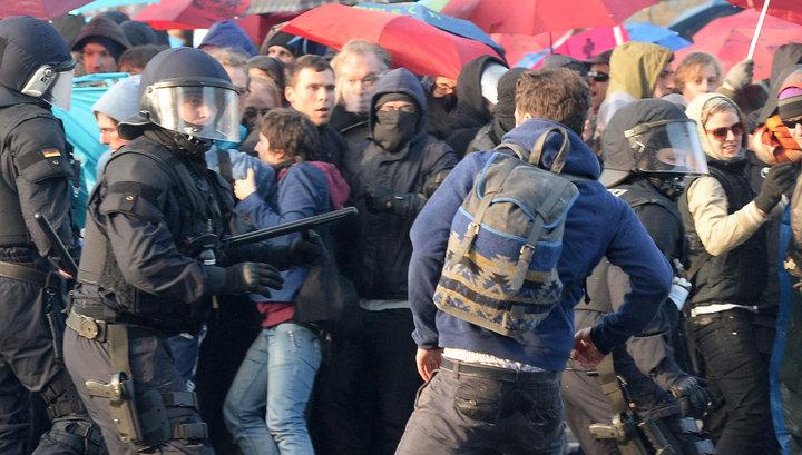 При беспорядках во Франкфурте ранены 70 полицейских