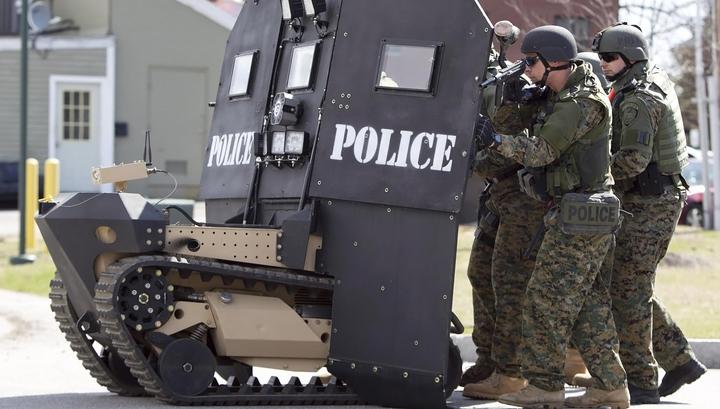 Трамп вооружит полицию бронетранспортерами и гранатометами