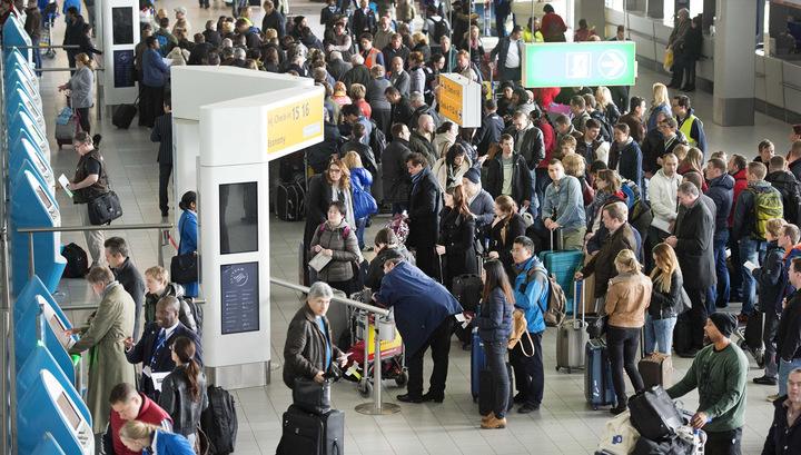 Задержанных в аэропорту Амстердама россиянок отпустили