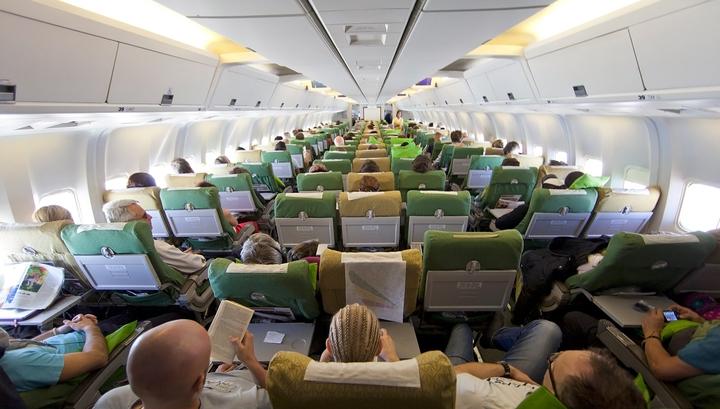 Почти четверть пассажиров раздражают аплодисменты в салоне после посадки самолета