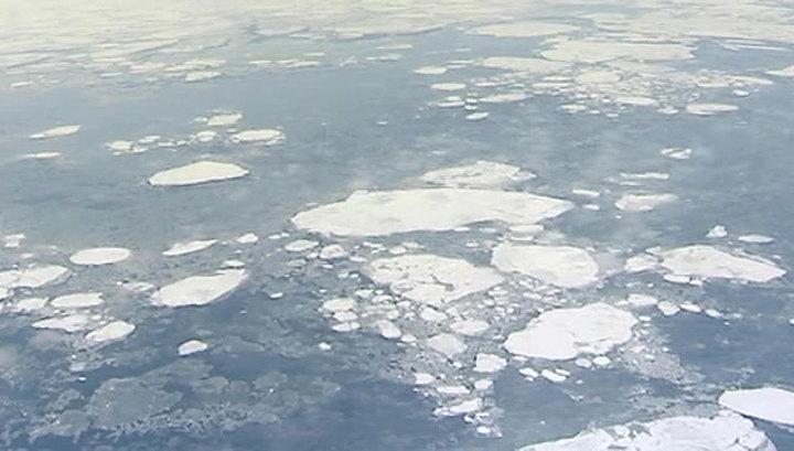 Во льдах Охотского моря застрял теплоход с пассажирами
