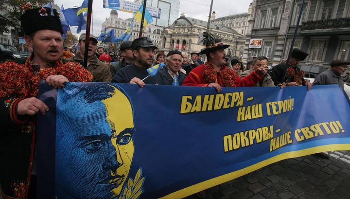 Надо Львовом подняли бандеровский флаг