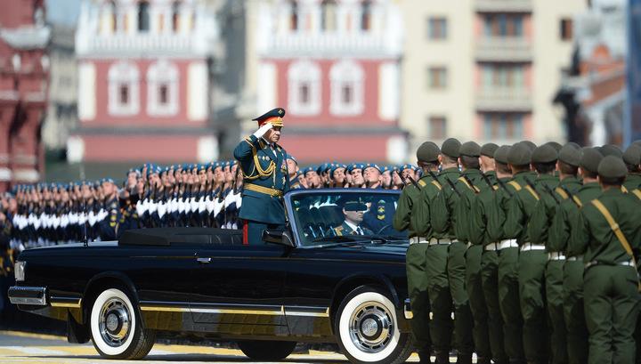 Сергей Шойгу объехал парадный строй на Красной площади
