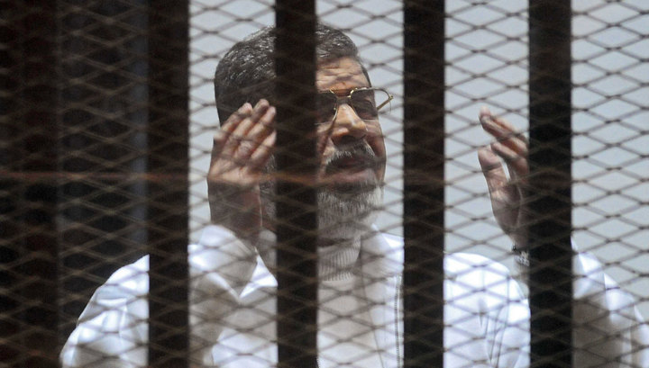 Экс-президент Египта приговорен к трем годам тюрьмы за оскорбление судей