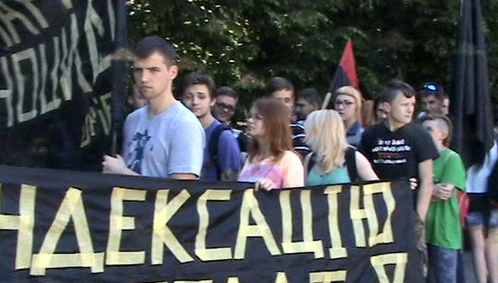 Радикалы во Львове протестуют против обнищания жителей Украины
