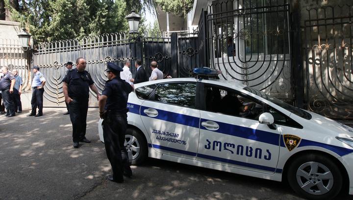 В тбилисском доме забаррикадировались террористы