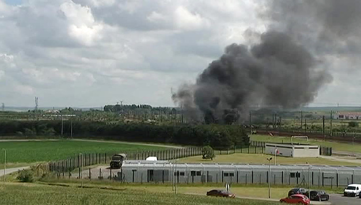 Бастующие портовики Франции подожгли Евротоннель