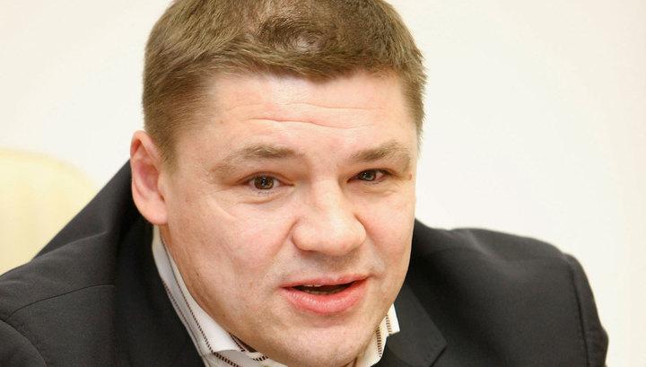 Не то клюшкой, не то рукой: судья получил от Коваленко по голове