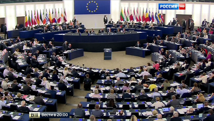 "Аплодисменты и ""охи"": триумф Алексиса Ципраса в Европарламенте"