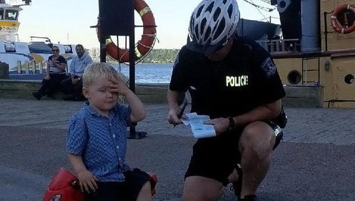 Полицейский гей поймал нарушителя