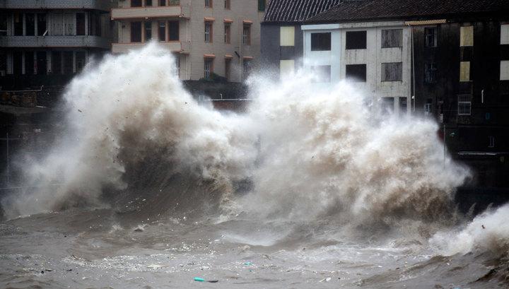 """В Приморье идет страшнейший тайфун """"Чан-Хом"""" из Китая"""