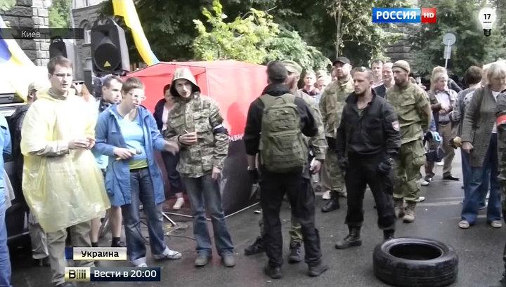 """Кризис власти: """"Правый сектор"""" выбрал язык ультиматумов и готовит покрышки"""