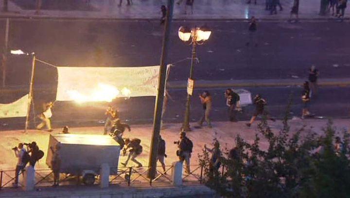 Беспорядки в Афинах: полиция применила слезоточивый газ